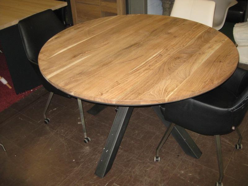 Eettafel rond eik railway brown meubelen dino for Eettafel rond