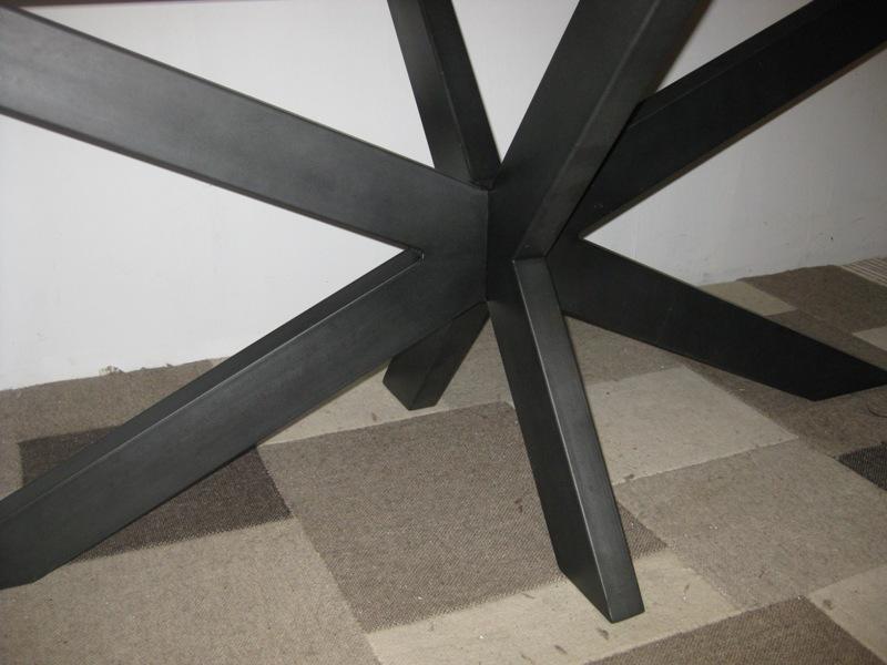 Zwarte Eettafel Met Rvs Poten.Perigu Eettafel Kikar Hout Zwarte Rvs Poten